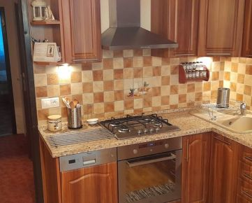 K&R CARPATIA-real * Veľmi pekný - 4 izbový byt po kompletnej rekonštrukcií na Bzovíckej ul.