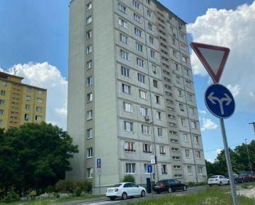 Na predaj veľkorysý 3-izb. byt v Starom Meste  na Hviezdnej ul. v Nitre/centrum/