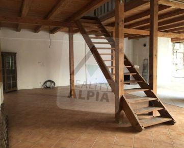 Predám priestranný rodinný dom v obci Majcichov