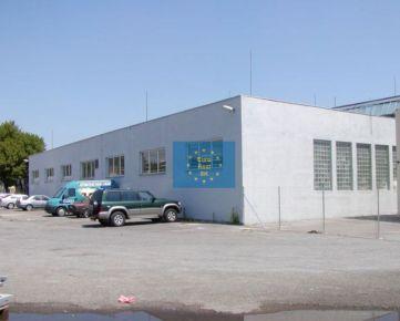 Prenajmeme v Košiciach - Južná trieda , skladový priestor o výmere 360 m2 s bezplatným parkovaním a výbornou dostupnosťou