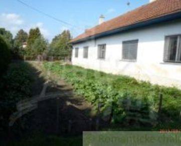 Bodorová-dom s hospodárskou budovou a veľkou záhradou
