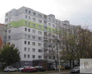 PREDÁME - priestranný, dobre dispozične riešený 4 izb. byt na Eisnerovej ul. v Bratislave - Devínska Nová Ves