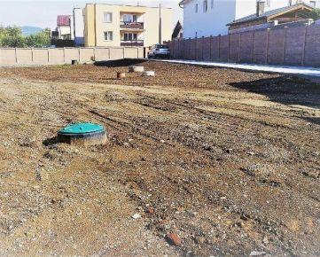 Ponúkame na predaj pozemok na výstavbu Rd.