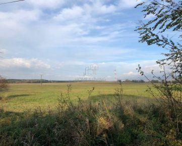 Predaj veľkého rovinatého pozemku s prístupom a sieťami!!