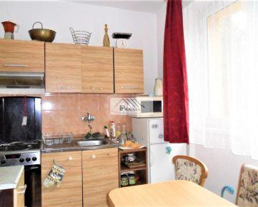 PREDAJ 3 izbového bytu,68 m2 v Ružinove,kompl.rekonštukcia,prízemie.