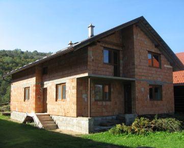 Po dohode so záujemcom pripravujeme dražbu rodinného domu a rozostavaného rodinného domu v obci Gerlachov (Bardejov) za zníženú cenu