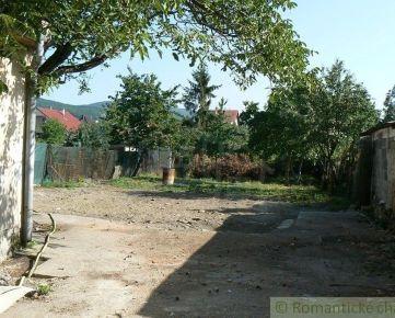 Stavebný 8 árový pozemok so starým domom v pokojnej časti Častej