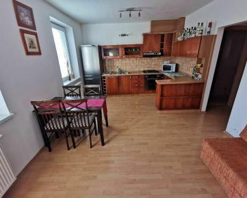 Prenajmem 2 izbový byt v centre Popradu s garážou