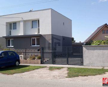 Direct Real - REZERVOVANÉ Krásne zrekonštruovaný dom s garážou, výborná lokalita.