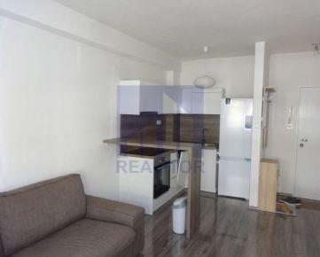 PRENÁJOM 2 - izbový zariadený byt + KK, Radvaň, kompletná rekonštrukcia, parkovanie v cene