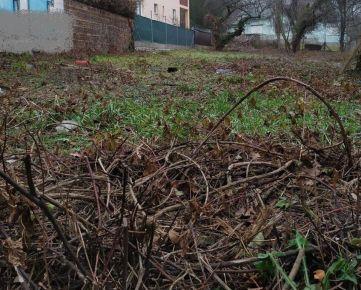Stavebný pozemok pre občiansku vybavenosť na ulici Jaskový rad