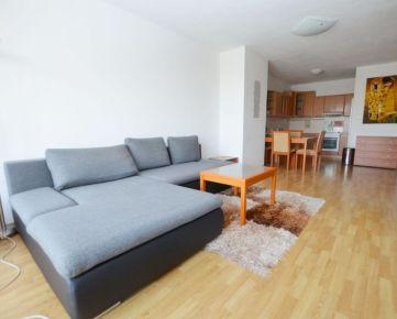 PREDAJ 2 izbový byt v bytovom dome AXTON na Bajkalskej ul., zariadený. krásny výhľad