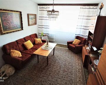 charizmatický 2-izbový čiastočne zrekonštruovaný byt v zelenej časti dúbravky
