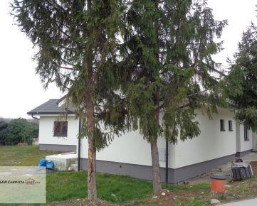 K&R CARPATIA-real ** TOP PONUKA ** NOVOSTAVBA -  Krásny - 4 izbový bungalov s krbom - terasou a pekným pozemkom v obci Vinosady