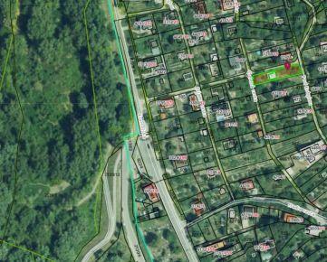 Direct Real - Ponúkame na predaj pozemok (502 m2) s murovanou chatkou v Devíne, na ulici Pod Kobylou.