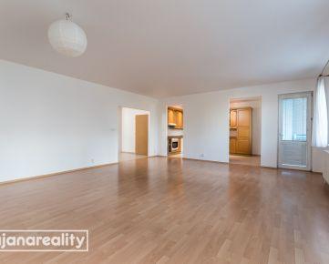 slnečný priestranný 3 izbový byt, loggia a balkón, 120m2, BA-Ružinov, Ďatelinová ul., 3/12 posch, tehla, 20 ročný dom
