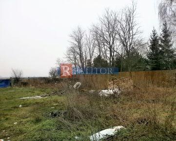 REZERVOVANÉ – veľký stavebný pozemok 5.657 m2, pri hlavnej ceste v obci Moravské Kračany,  okr. DS - vzdialená len 5 km