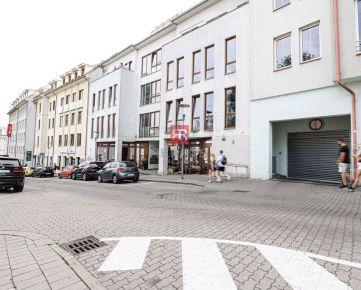 HERRYS - Na predaj veľký nebytový priestor v lukratívnej časti Bratislavy pod hradom s veľkým garážovým státim