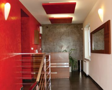 NA PRENÁJOM: Moderný nový 1 izbový byt v krásnom prostredí so záhradou,  kúsok od centra mesta s vlastným parkovaním