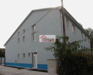 Prenájom-Skladovacie, výrobné priestory, kancelárie Ružinov, blízko diaľnica, centrum 5min, voľné parkovanie