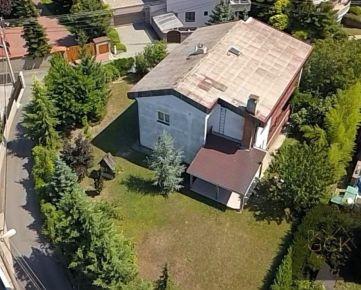 Na predaj rodinná vila s veľkým pozemkom v exluzívnej mestskej časti Bratislava -  Koliba