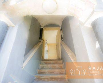 VIDEO - Rodinný  dom 223 m2 + pozemok 681 m2  – Jána Hollého  ***  UŽ VYDANÉ STAVEBNÉ POVOLENIE ***