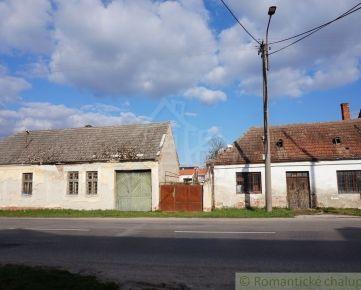 Staré vidiecke domy s lukratívnym stavebným pozemkom v blízkosti Piešťan