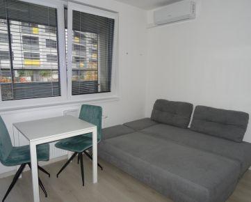 Malé Krasňany! Pekný zariadený a vybavený 1-izbový byt, veľká loggia, klimatizácia, internet a TV, s výhľadom na Malé Karpaty, možnosť prenájmu P miesta v garáži