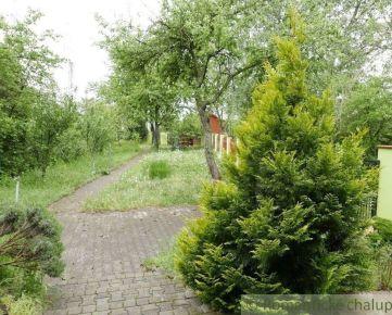 Stavebný rekreačný pozemok s chatkou v Bratislave v blízkosti Malého Dunaja