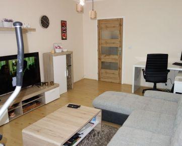 Zariadený 2-izbový byt 59 m2 + 2 lodžie 6 m2 na Lavičkovej ul. v Trenčíne - Juh III