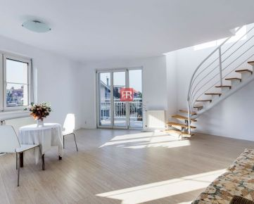 HERRYS - Na predaj 4 izbový mezonet s balkónom a terasou v rezidenčnej časti na Hradnom kopci s výhľadom na Bratislavu