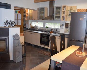 5 izbový rodinný dom, +garáž, Chorvátsky Grob-Čierna voda, Šúrska ul., 14 ročný, poschodový, , pozemok 503 m2, zariadený