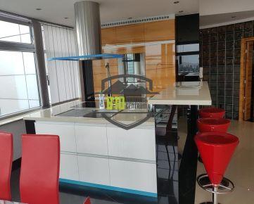 Luxusný nadštandardný 4 izbový byt -- 170m2 -- Žilina --centrum