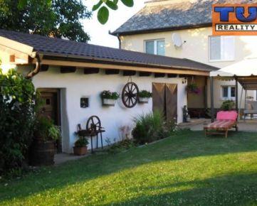 REZERVOVANÉ!! Krásny 2-podlažný dom s bazénom, obec Luhyňa, okres Trebišov, 3036 m2. CENA: 69 980,00 EUR
