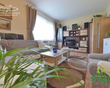 REZERVOVANÉ - Priestranný, dispozične riešený ako 3-izbový byt v meste Brezno