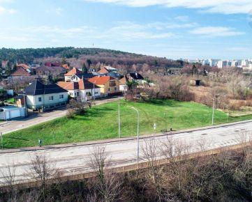 REZERVOVANÉ! Realitná kancelária REMAX ponúka na predaj stavebný pozemok v meste Nitra.