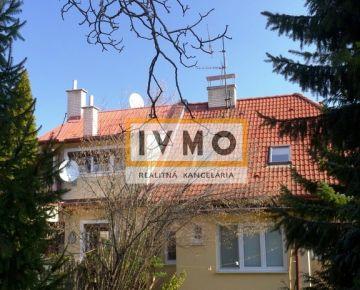 Rodinný dom 250m2 s jedinečným pozemkom 1312m2, Jeséniova ul., BA III Nové Mesto, širšie centrum,v blízkosti lesoparku KOLIBA, pozemok je veľkosťou vhodný aj pre dva domy.