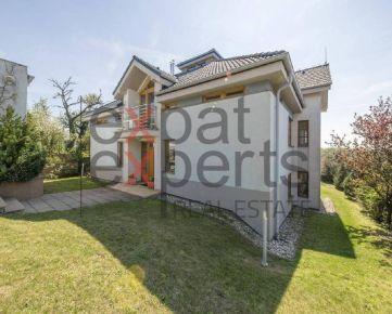 Krásny 8 - izbový, nezariadený rodinný dom s výhľadom na Bratislavu