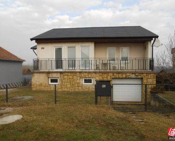 Direct Real - REZERVOVANÉ Znížená cena! Rodinný dom v obci Merašice, 4- izb., pozemok 800 m2.