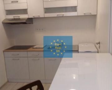 Ponúkam na prenájom novo zrekonštruovaný byt v KE - Centrum, 36 m2, kompletne zariadený.