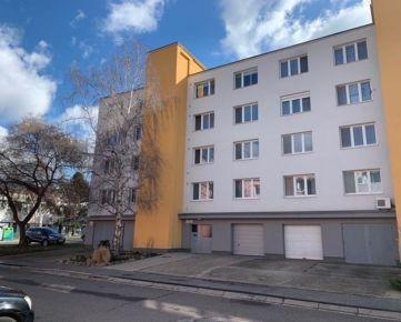 Predaj 4-izb. byt v tichej lokalite v Devínskej Novej Vsi. Istrijská ulica. K bytu možné kúpiť Garáž.