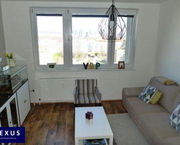Predaj, zrekonštruovaný 3-izbový byt s priestrannou loggiou, 70 m2 + 4 m2 loggia, 10./12, NÁDHERNÝ PANORAMATICKÝ VÝHĽAD, VYNIKAJÚCA DOSTUPNOSŤ DO CENTRA MESTA, NEPRIECHODNÉ IZBY, NÍZKE MESAČNÉ NÁKLADY