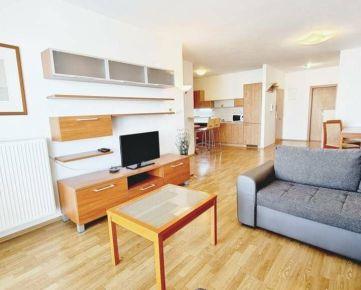 Prenajmite si TICHÝ a SKUTOČNE PRIESTRANNÝ 2-izb byt s VEĽKÝM BALKÓNOM