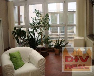 D+V real ponúka na prenájom: 3 izbový byt, Hviezdoslavovo námestiee, Bratislava I, Staré Mesto, zariadený, zimná záhrada, klimatizácia