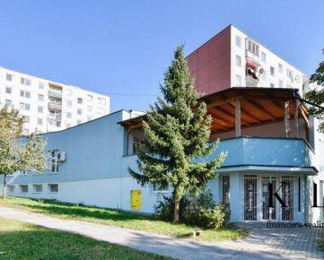 Zrekonštruovaná prenajatá polyfunkčná budova s možnosťou nadstavby niekoľkých podlaží (BYTY) – Trenčín, sídlisko JUH (27 000 ob.), ul. Gen. Svobodu - celková zastavaná plocha 810 m2, pozemok 342 m2
