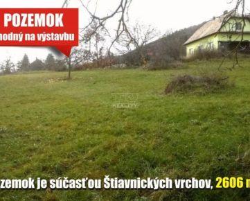 Slnečný pozemok vhodný na výstavbu - na úpätí Štiavnických vrchov. Devičany, 2606 m2. CENA: 50 990,00 EUR