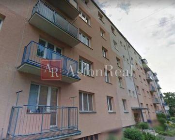 Predaj: 3-izbový byt s lodžiou, 2. posch - HLINY VII -komplet prerobený