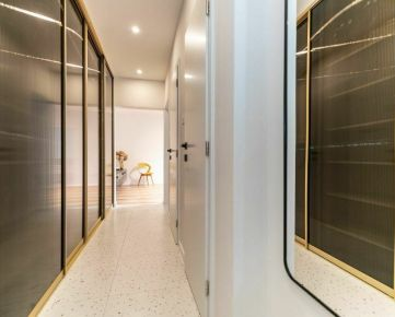 3 izbový zrekonštruovaný a dizajnovo zariadený byt na predaj v Banskej Bystrici