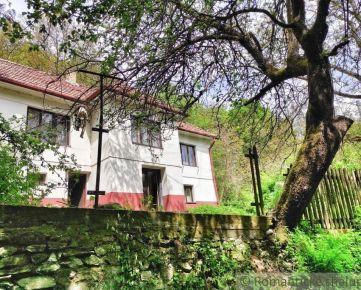 NOVÁ CENA ! Pôvodný dom v príjemnom prostredí v lone prírody