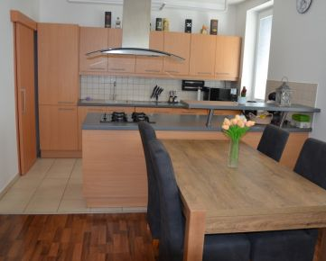 priestranný  3 izb. byt BA- Podunajské Biskupice, Novostavba-Priekopnícka ul., 69m2, balkón, 15r., 2/2 posch. vlastné parkovanie vo dvore